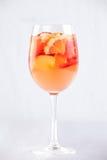 Λεμονάδα της Apple με τα πορτοκάλια και τις φράουλες Στοκ Εικόνες