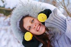 λεμόνια κοριτσιών Στοκ Φωτογραφία