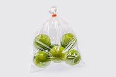 Λεμόνια σε μια πλαστική τσάντα Στοκ εικόνα με δικαίωμα ελεύθερης χρήσης