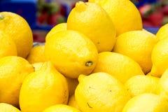 Λεμόνια στην αγορά Στοκ φωτογραφίες με δικαίωμα ελεύθερης χρήσης