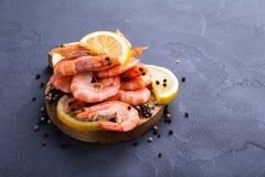 Λεμόνι και γαρίδες Στοκ εικόνες με δικαίωμα ελεύθερης χρήσης