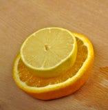 Λεμόνι και πορτοκάλι Στοκ εικόνες με δικαίωμα ελεύθερης χρήσης