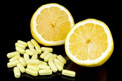 Λεμόνι με τα χάπια Στοκ φωτογραφία με δικαίωμα ελεύθερης χρήσης
