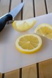 λεμόνι που τεμαχίζεται Στοκ Εικόνα