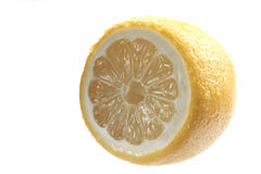 Λεμόνι σε μια άσπρη ανασκόπηση Στοκ Εικόνα