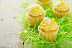 Λεμόνι cupcakes για Πάσχα Στοκ Φωτογραφία