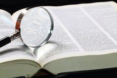 Λεξικό και ενίσχυση - γυαλί Στοκ Εικόνες