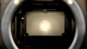 Λεπίδα παραθυρόφυλλων καμερών διαφραγμάτων σε σε αργή κίνηση Φακός καμερών κινηματογραφήσεων σε πρώτο πλάνο απόθεμα βίντεο