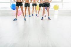 Λεπτά αθλητικά κορίτσια στη γυμναστική Στοκ φωτογραφίες με δικαίωμα ελεύθερης χρήσης