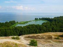 Λεπτές λίμνη και θάλασσα bounder betweem Στοκ Εικόνες