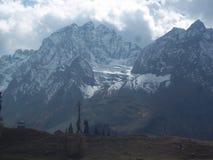 Λεπτή κάλυψη πάγου στο μπλε βουνό επικάλυψης στο Κασμίρ, Ινδία στοκ φωτογραφία με δικαίωμα ελεύθερης χρήσης