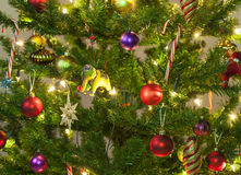 Λεπτομέρεια από ένα χριστουγεννιάτικο δέντρο στοκ εικόνα