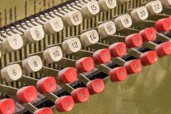 Λεπτομέρεια από την παλαιά μηχανή καρτών διατρήσεων Στοκ εικόνες με δικαίωμα ελεύθερης χρήσης