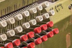 Λεπτομέρεια από την παλαιά μηχανή καρτών διατρήσεων Στοκ Φωτογραφία