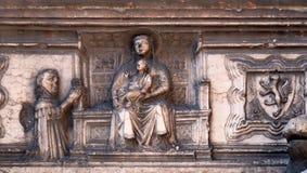 Λεπτομέρεια από το γοτθικό τάφο Guglielmo DA Castelbarco έξω από Άγιο Αναστασία Basilica στη Βερόνα στοκ φωτογραφία