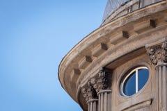 Λεπτομέρεια αρχιτεκτονικής του παλαιού κτηρίου στη Βάρνα, Βουλγαρία Τεμάχιο του παλαιού κτηρίου - έδρα του βουλγαρικού ναυτικού Στοκ Φωτογραφίες