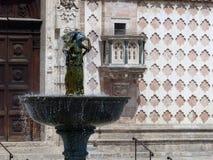 Λεπτομέρεια ενός αγάλματος χαλκού του Fontana Maggiore, ένα από τα σημαντικότερα μνημεία της Περούτζια Στοκ εικόνα με δικαίωμα ελεύθερης χρήσης