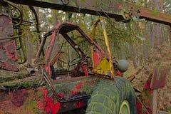 Λεπτομέρεια ενός εγκαταλειμμένου ald τρακτέρ στη φύση στοκ εικόνες