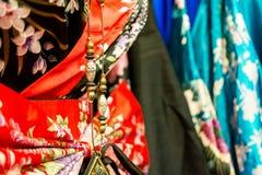 22527d3a762 λεπτομέρεια ενός κινεζικού περιδεραίου στα κινεζικά φορέματα στην αγορά  στοκ φωτογραφία με δικαίωμα ελεύθερης χρήσης