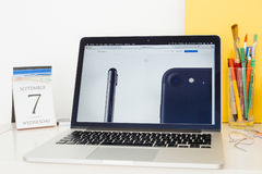 Λεπτομέρεια επίδειξης ιστοχώρου υπολογιστών της Apple του τηλεφώνου iPhone Στοκ Φωτογραφία