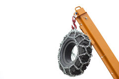 Λεπτομέρεια κατασκευής: Γερανός που ανυψώνει μια ρόδα Στοκ εικόνες με δικαίωμα ελεύθερης χρήσης