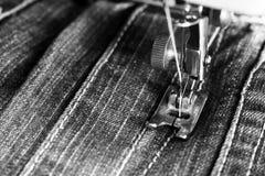 Λεπτομέρεια κινηματογραφήσεων σε πρώτο πλάνο της ράβοντας μηχανής Στοκ Φωτογραφία