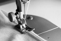 Λεπτομέρεια κινηματογραφήσεων σε πρώτο πλάνο της ράβοντας μηχανής Στοκ εικόνα με δικαίωμα ελεύθερης χρήσης