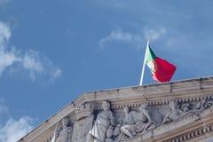 Λεπτομέρεια με τη εθνική σημαία στο Δημαρχείο και το δημοτικό τετράγωνο στη Λισσαβώνα, Πορτογαλία Στοκ Εικόνες
