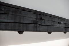 Λεπτομέρεια μιας εσωτερικής ξύλινης ακτίνας στο ανώτατο όριο στοκ φωτογραφίες με δικαίωμα ελεύθερης χρήσης