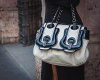 Λεπτομέρεια μιας τσάντας έξω από τις επιδείξεις μόδας Byblos που χτίζουν για την εβδομάδα 2014 μόδας των γυναικών του Μιλάνου Στοκ Φωτογραφίες