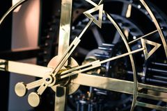 Λεπτομέρεια ρολογιών χάλυβα, πλάγια όψη, χέρια ευρέως Στοκ Εικόνα