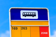 Λεπτομέρεια σημαδιών στάσεων λεωφορείου Στοκ φωτογραφίες με δικαίωμα ελεύθερης χρήσης