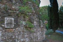 Λεπτομέρεια σπιτιών από Appian Way (μέσω Appia) στη Ρώμη, Ιταλία Στοκ Φωτογραφίες