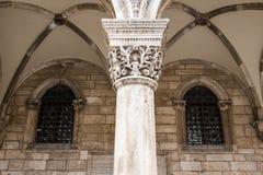 Λεπτομέρεια στηλών στο παλάτι Sponza στην παλαιά πόλη Dubrovnik ` s, Κροατία Στοκ φωτογραφίες με δικαίωμα ελεύθερης χρήσης