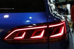 Λεπτομέρεια στο οπίσθιο φως ενός αυτοκινήτου στοκ φωτογραφία