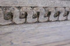 Λεπτομέρεια σχεδίων s-μορφής της παλαιάς ξύλινης πόρτας Στοκ φωτογραφία με δικαίωμα ελεύθερης χρήσης