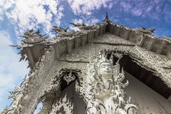 Λεπτομέρεια της άσπρης εισόδου ναών, Ταϊλάνδη Στοκ Εικόνες