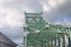 Λεπτομέρεια της γέφυρας Pont Ζακ Cartier που λαμβάνεται σε Longueuil στην κατεύθυνση του Μόντρεαλ, στο Κεμπέκ, Καναδάς στοκ φωτογραφίες