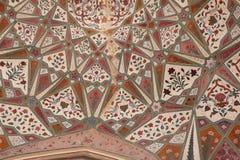 Λεπτομέρεια της διακοσμημένης πύλης Ηλέκτρινο οχυρό Jaipur, Rajasthan στοκ φωτογραφίες