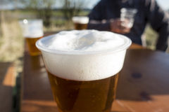 Λεπτομέρεια της μπύρας στον πίνακα στοκ εικόνες