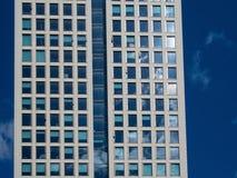 Λεπτομέρεια της πρόσοψης ενός επιχειρησιακού κτηρίου στη Φρανκφούρτη, γερμανικά Στοκ Φωτογραφία