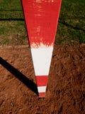 Λεπτομέρεια της πύλης Υπαίθρια παιδική χαρά ποδοσφαίρου ή χάντμπολ, ανοικτό κόκκινο συντριμμένη επιφάνεια τούβλων στο έδαφος Στοκ φωτογραφία με δικαίωμα ελεύθερης χρήσης