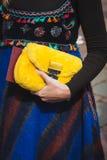 Λεπτομέρεια της τσάντας έξω από τις επιδείξεις μόδας της Gucci που χτίζουν για την εβδομάδα 2014 μόδας των γυναικών του Μιλάνου Στοκ εικόνα με δικαίωμα ελεύθερης χρήσης