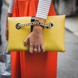 Λεπτομέρεια της τσάντας έξω από τις επιδείξεις μόδας της Gucci που χτίζουν για την εβδομάδα 2014 μόδας των γυναικών του Μιλάνου Στοκ Φωτογραφίες