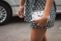 Λεπτομέρεια της τσάντας έξω από τις επιδείξεις μόδας της Gucci που χτίζουν για την εβδομάδα 2014 μόδας των γυναικών του Μιλάνου Στοκ Εικόνα