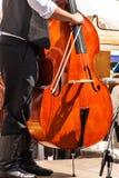 Λεπτομέρεια του βαθιού μουσικού οργάνου Καλλιτεχνικές αποδόσεις στα λαϊκά φεστιβάλ μουσικός παραδοσιακός &o στοκ εικόνα με δικαίωμα ελεύθερης χρήσης