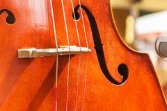 Λεπτομέρεια του βαθιού μουσικού οργάνου Καλλιτεχνικές αποδόσεις στα λαϊκά φεστιβάλ μουσικός παραδοσιακός &o στοκ φωτογραφίες με δικαίωμα ελεύθερης χρήσης