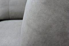 Λεπτομέρεια του γκρίζου καναπέ velour Μακρο foto στοκ φωτογραφία