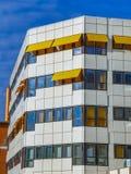 Λεπτομέρεια του κτηρίου νοσοκομείων με τα sunshades Στοκ εικόνα με δικαίωμα ελεύθερης χρήσης