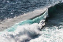 Λεπτομέρεια του μεγάλου ζωηρόχρωμου ωκεάνιου κύμα-Μπαλί, Ινδονησία Στοκ Φωτογραφίες
